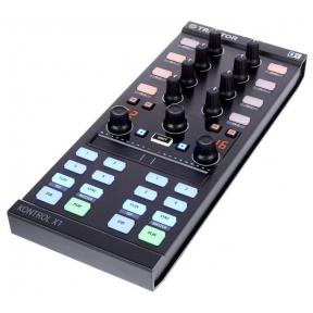 Native Instruments Traktor Kontrol X-1 MkII DJ Controller